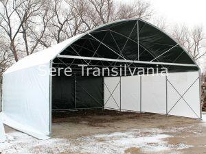 Spațiu de depozitare cu pereți verticali 10x30m, acoperit cu folie opacă alb/gri de 230 microni